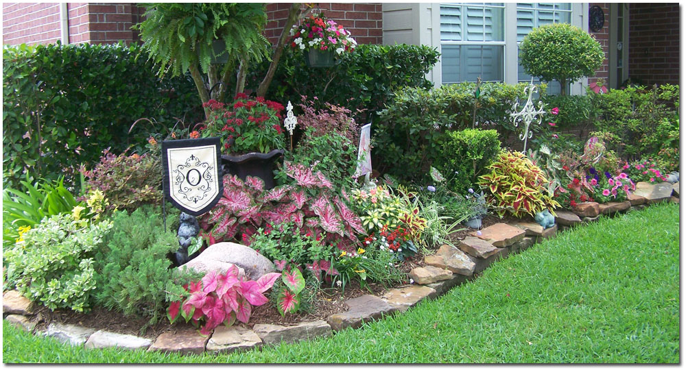 Simple landscape landscaping el paso for Large flower bed design ideas